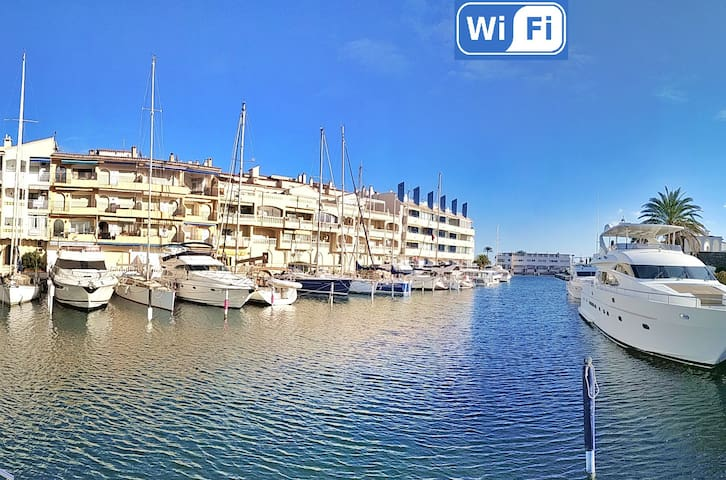 One bedroom Apt, terrace w view port, canal, sea.
