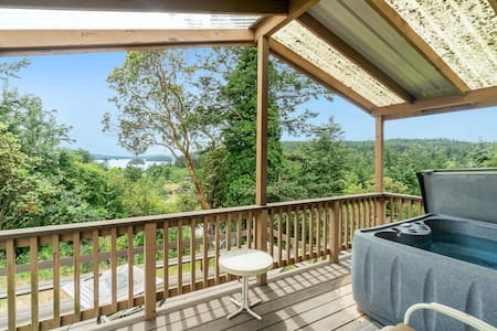 Cabin-style cottages w/ full kitchen, private hot tub, lagoon & Deer Harbor view