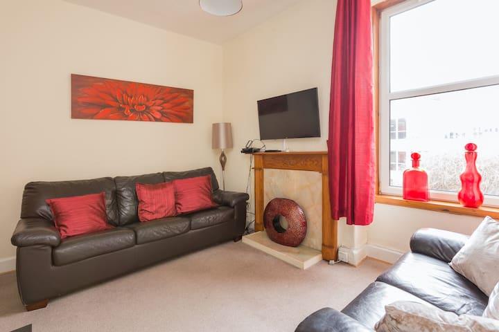 Spacious 1 Bedroom Flat Gorgie (near City Centre)