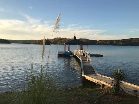 Lake Keowee Waterfront Cottage Near Clemson Univ.