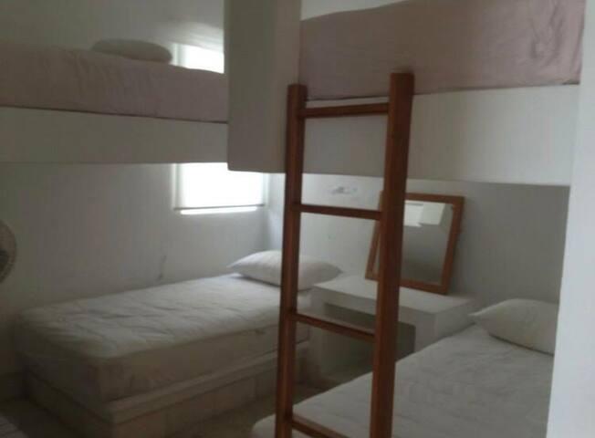 Habitación con 4 camas individuales
