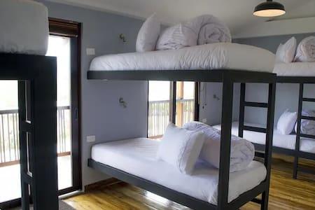 Dormitorio Compartido para 8 Personas