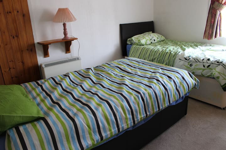 Beautiful Twin Room - Milton Keynes - Huis