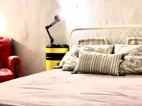 TOP DOUBLE ROOM DESIGN/TOWN TERRACE/RIVER/AC/WIFI