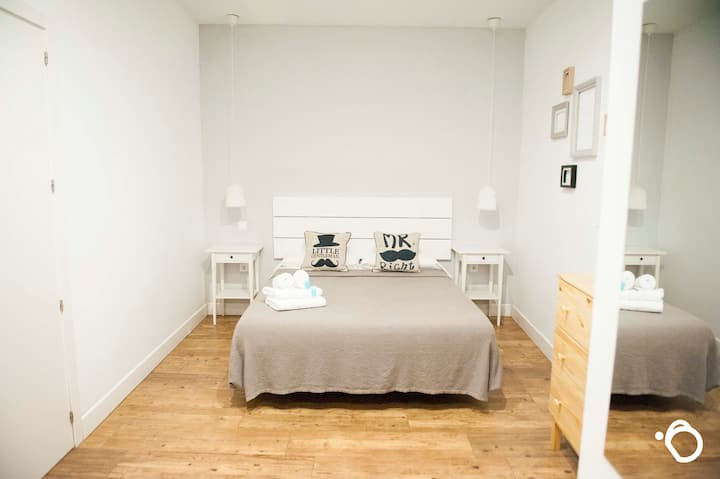 Smile & Co Hostal Alicante: Doppelzimmer 01