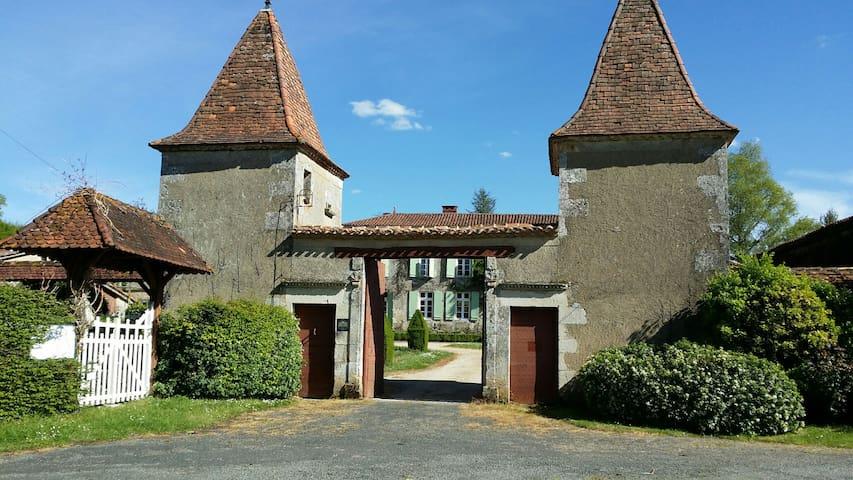 Gîte du Logis et Jardins de Chênard - Chavenat