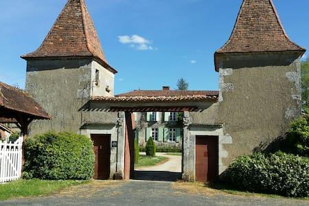 Gite du Logis et Jardins de Chênard (ISMH) - Chavenat - Ev