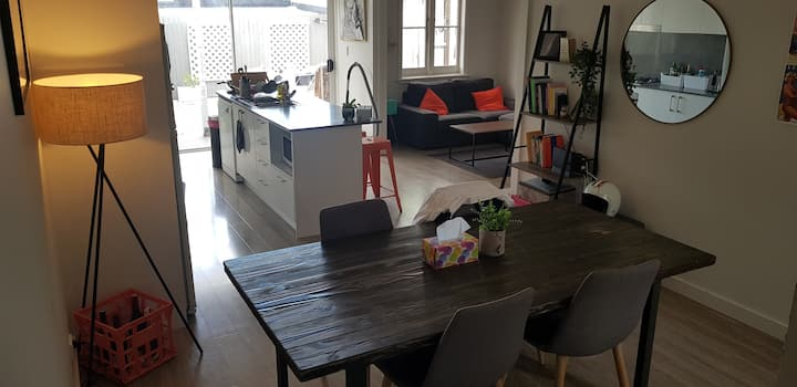 Relaxing Town house private room Rozelle