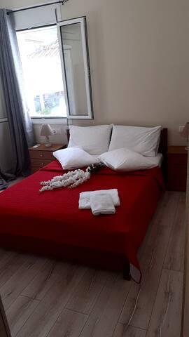 Το 2ο Υ/Δ με 1 διπλό κρεββάτι, air condition και TV