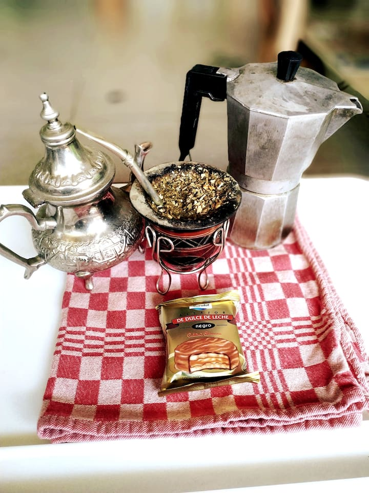 Mate, coffee, tea, alfajor argentino!