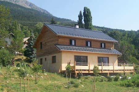 Villa spacieuse et lumineuse Embrun, puy sanières - Puy-Sanières - บ้านพักตากอากาศ