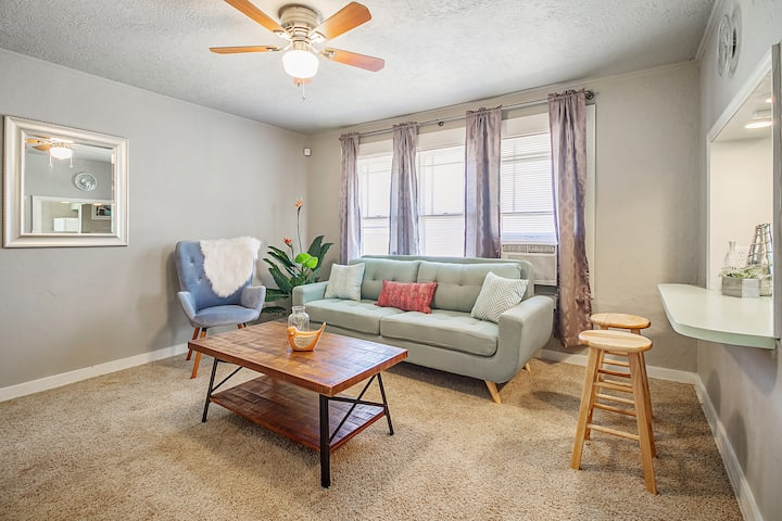 Nice 'n Simple - Cozy & close to Plaza