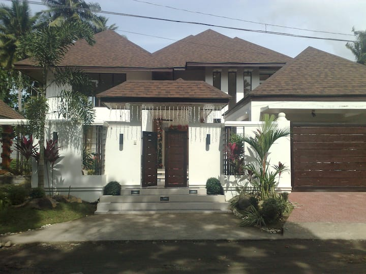 Mansion for families & big groups 10 mins fr Iriga