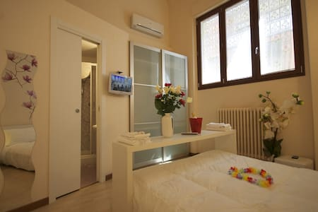 Orchid room. Lovely double room. Max 2 pax - San Benedetto del Tronto