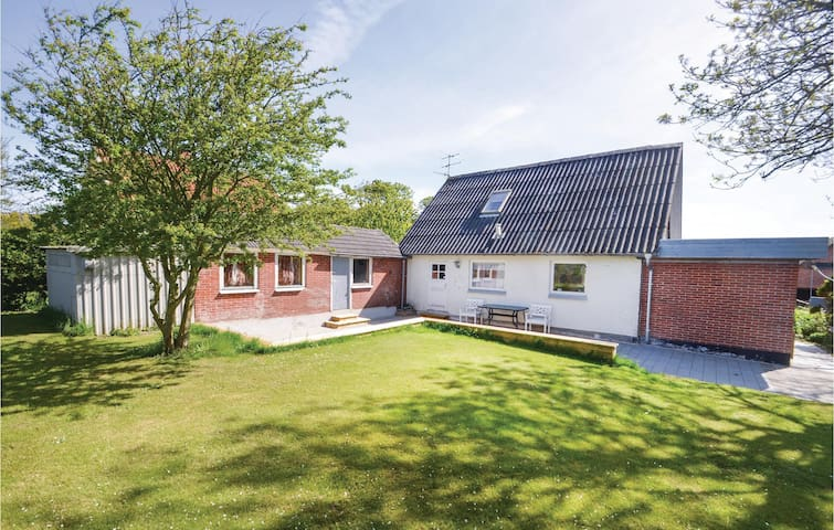 Holiday cottage with 4 bedrooms on 110m² in Nykøbing M