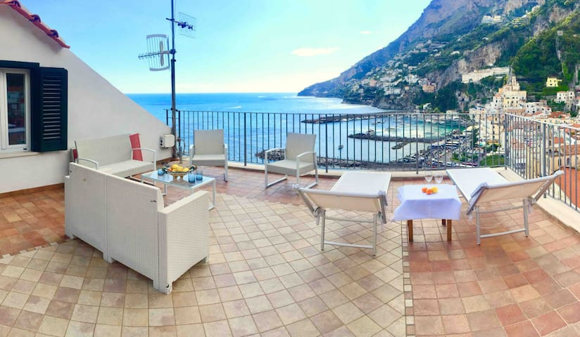 Eastside terrace expansive view on the beach of Amalfi