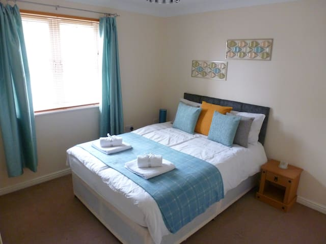 Sun Gardens - 2 Bed Luxury Serviced Apartment