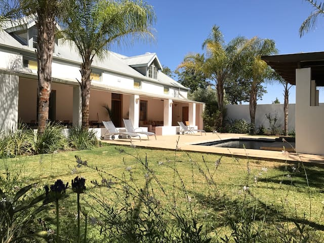 Shiraz Estate Guest House Room #5 (of 6 rooms) - Riebeeck Kasteel - Bed & Breakfast