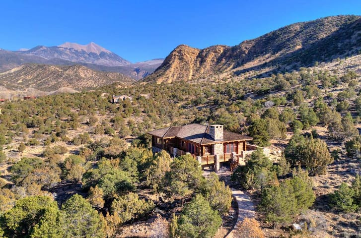 ★LUXURIOUS HOME near MOAB & Red Rock Canyons★!