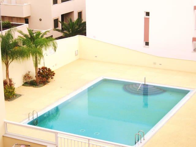 Apartamento de 2 dormitorios en Parque la Reina - Arona - Huoneisto