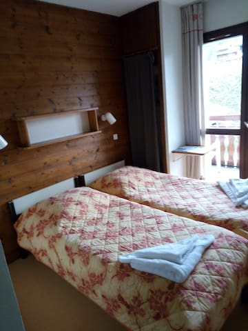 "Le Gîte -2- La gentiane ""2 lits simples"" - Châtel - Bed & Breakfast"