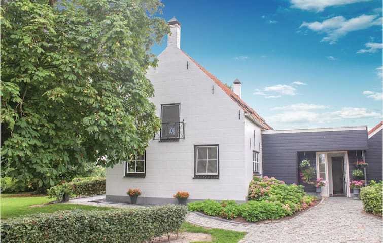 Holiday cottage with 2 bedrooms on 85m² in Cadzand