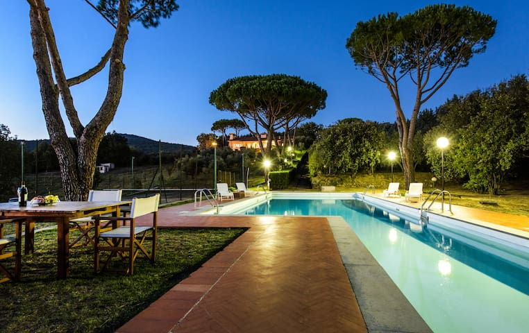 Tuscan panoramic villa with swimmingpool - Toscana - Huis