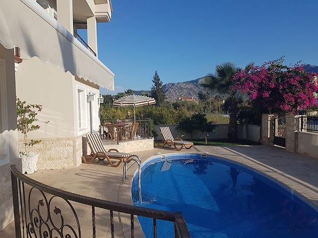 Mountain View 2 Bedroom apart with pool & Air con