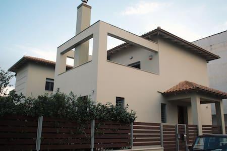 Mama Maria's Villa I - 파트라
