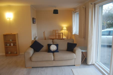 Your home in a Highland village - Brora - Casa