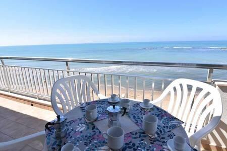 Casa Donna Titina - Sulla spiaggia di Montalbano