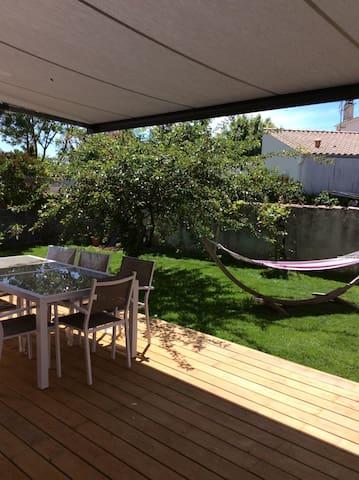 Villa coquette, 400m de la mer, proche La Rochelle