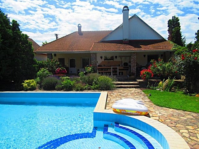 Garden pool house only 20 minutes from Budapest