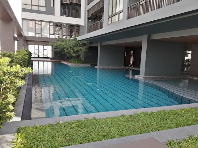 Best room Best location/2 BR/Wifi/Pool/Gym/BTS/New - Bangkok - Apartment