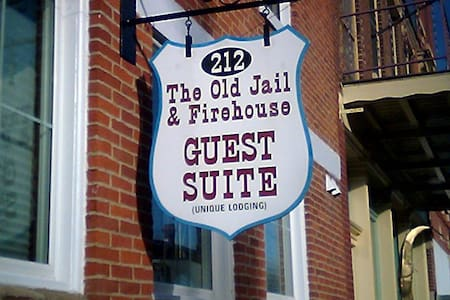Old Jail and Firehouse Suite - Guesthouse