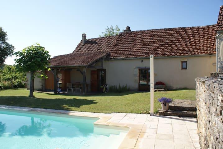 Maison met zoutwaterzwembad van 9x4mtr. - Varaire - Casa