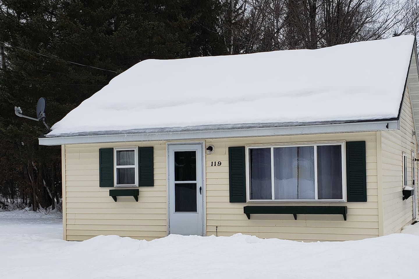 2 bedroom, 1 bath, full kitchen, right on the atv/snowmobile trail. Plenty of off Street parking for cars, boats and trailers.