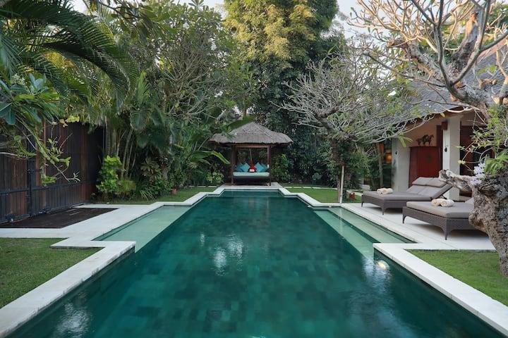 Luxury three bedrooms villa in seminyak