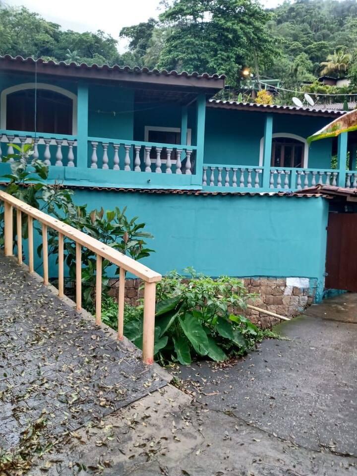 Casa em Ubatuba, Picinguaba, fácil acesso a praia.