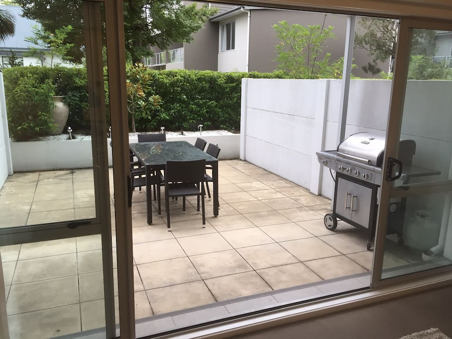 Beautiful sunny large private outdoor BBQ/courtyard area