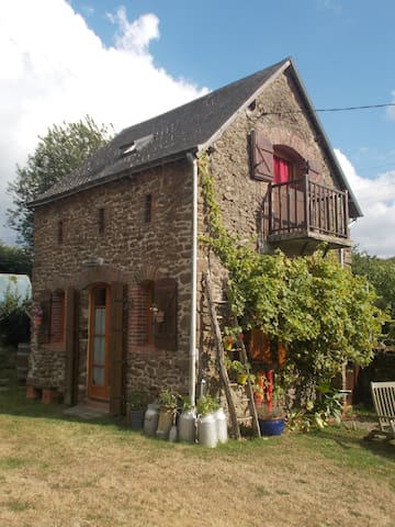 INTIMATE STONE-BUILT STABLE - IDEAL FOR COUPLES - Bais