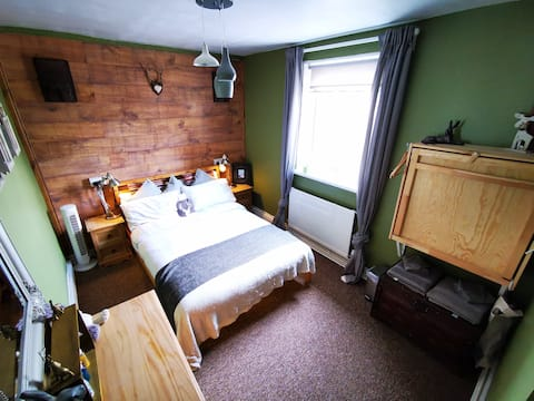 LGBT & BSL friendly house in the Welsh mountains