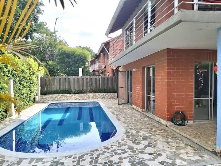 Cómoda Casa campestre con piscina privada. Hermosa