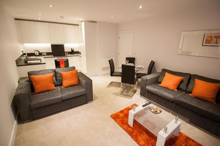 Private Apartment in Kennet Island, Reading