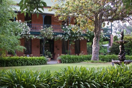 Koendidda Country House - Indigo Valley - Bed & Breakfast