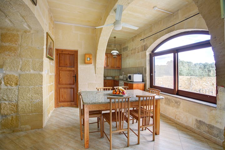 Villa Homedes 4 Bedroom Farmhouse - MT - 別荘