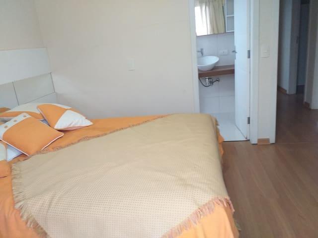 Quarto 1, suite,  cama casal - casa sabiá