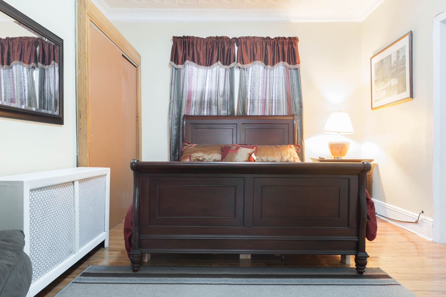 One of the bedrooms with a real and comfortable queen size bed.