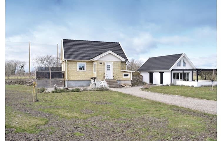 Holiday cottage with 3 bedrooms on 146m² in Degerhamn