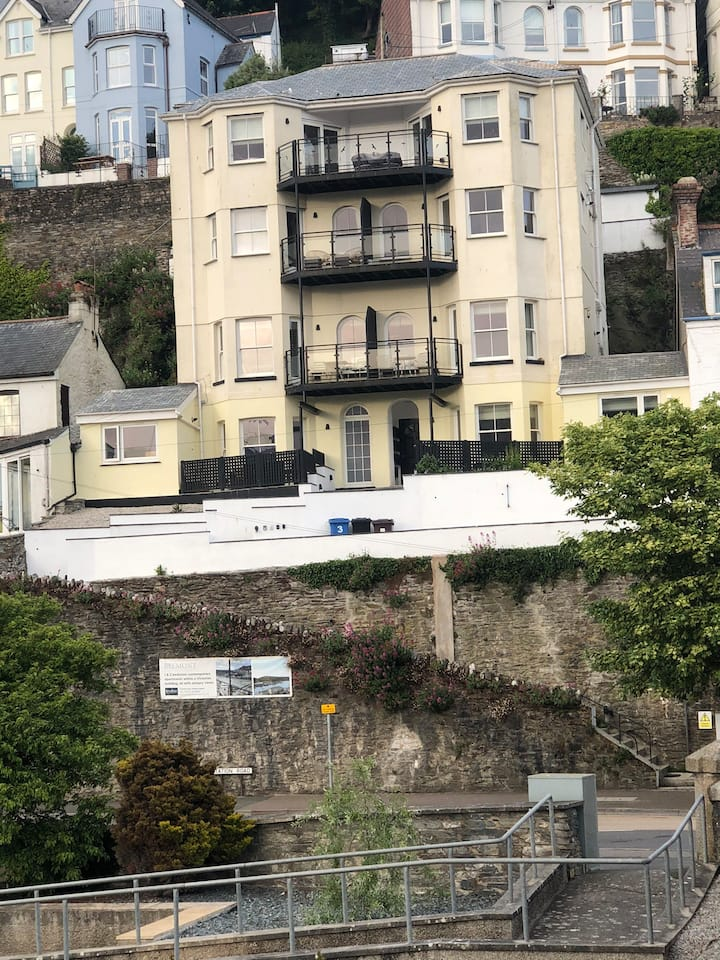 Sea/ river view apartment in the heart of Looe